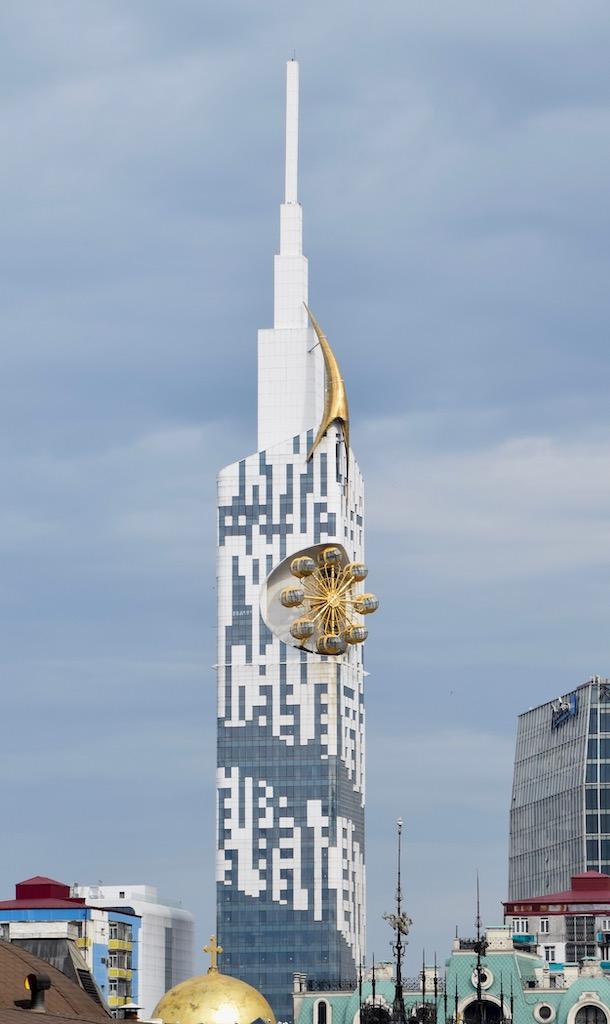 moderner Wolkenkratzer in Batumi - Adscharien