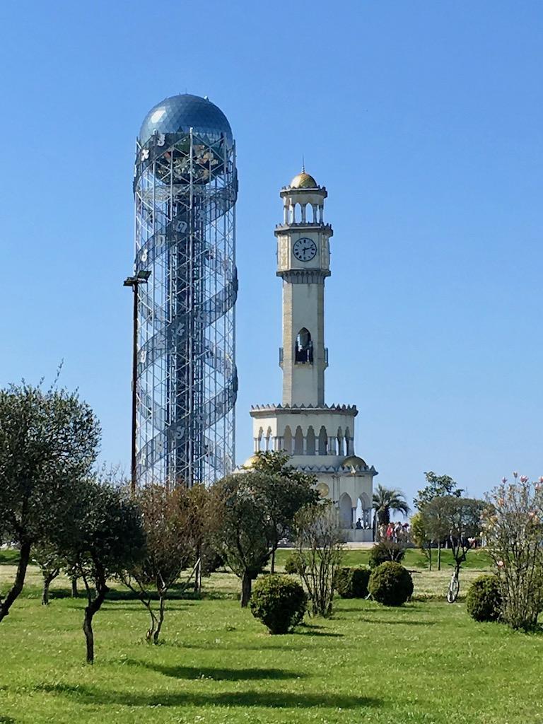 Alphabet- und Chacha-Turm in Batumi - Adscharien