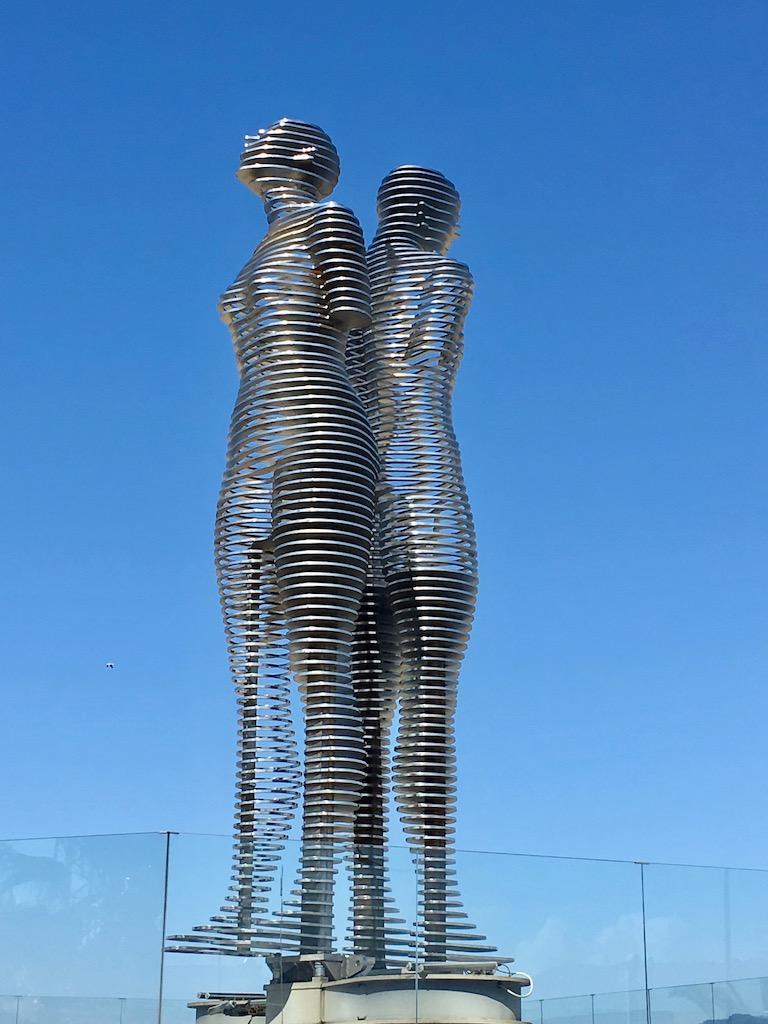 Statue von Ali und Nino 1 in Batumi - Adscharien