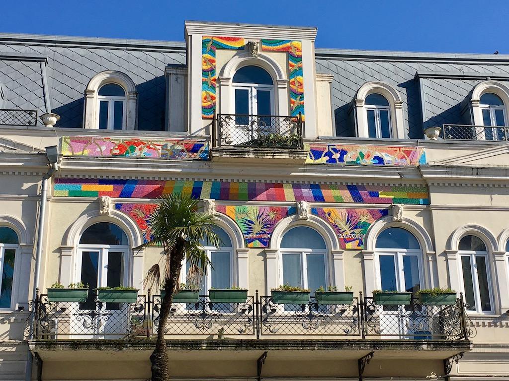 am Europaplatz in Batumi - Adscharien - buntes Haus
