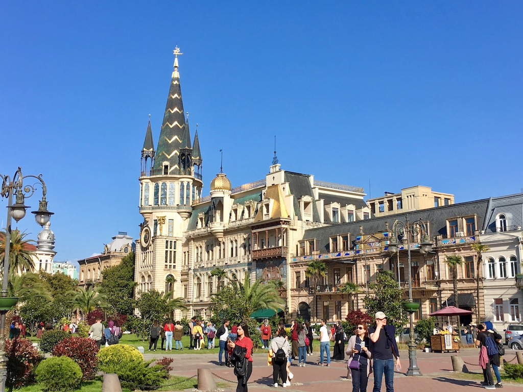 am Europaplatz in Batumi - Adscharien - Nationalbank