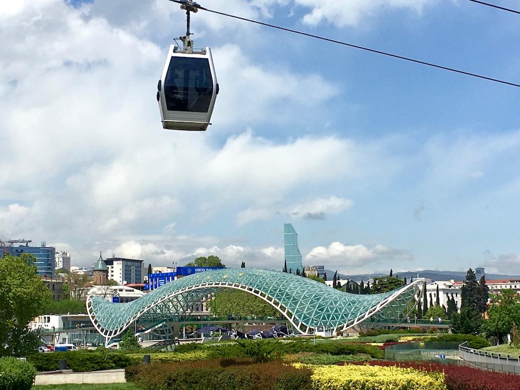 Gondel und Friedensbrücke in Tiflis - Kartli