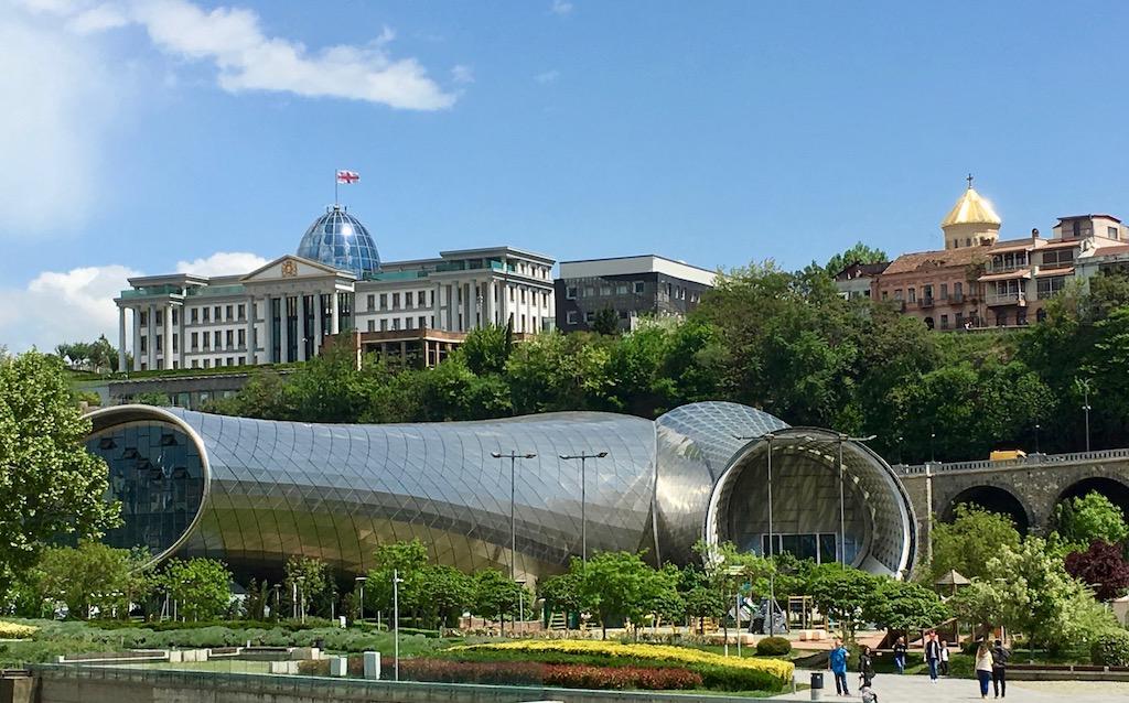 Konzerthalle und Präsidentenpalast in Tiflis - Kartli