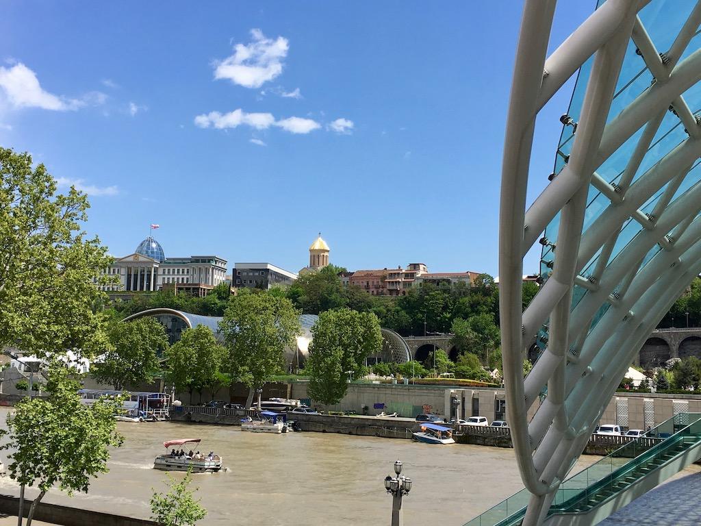Blick von der Friedensbrücke in Tiflis - Kartli