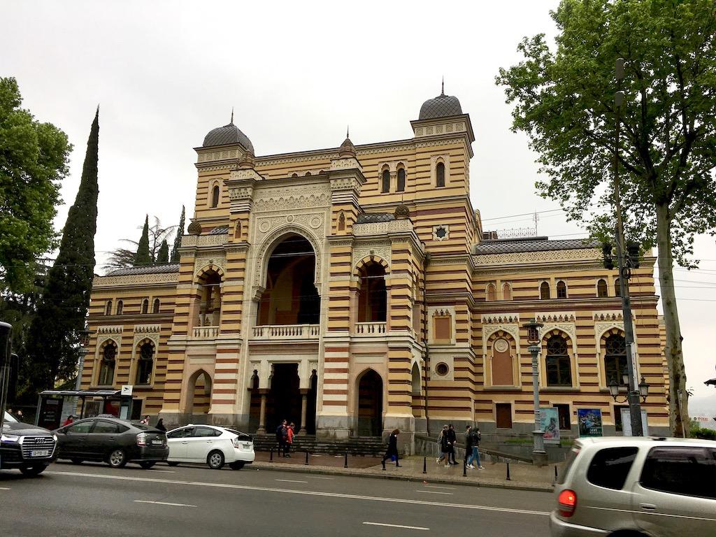 Sachari-Paliaschwili-Theater für Oper und Ballett im maurischen Stil am Rustaveli-Prospekt in Tiflis - Kartli