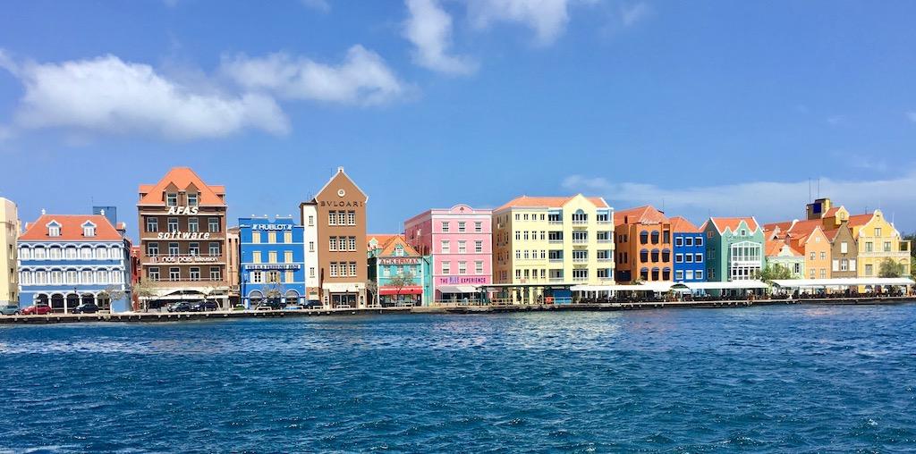 Karibikurlaub auf Curaçao – blaues Meer, bunte Häuser und viel mehr …