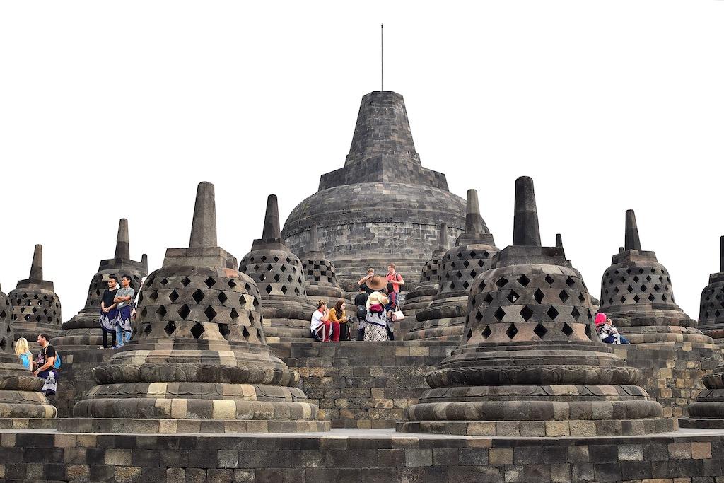 buddhistischer Tempel mit Stupas
