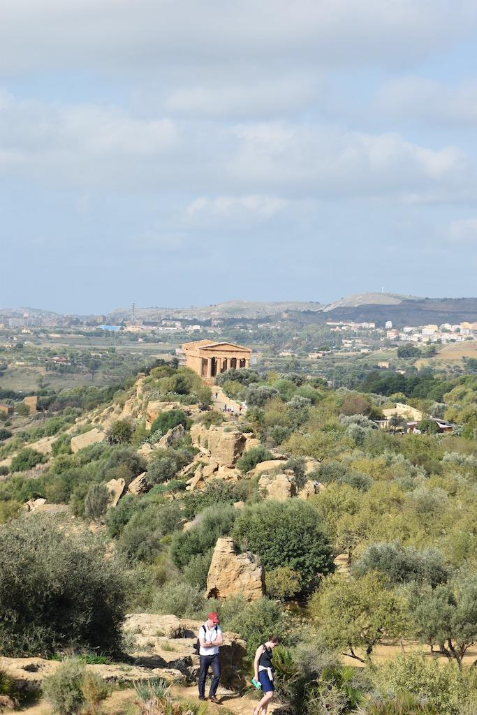 griechischer Tempel in der Landschaft