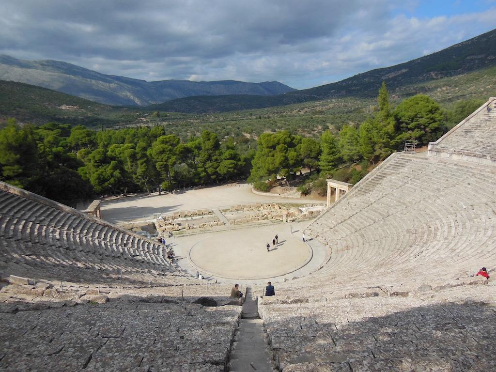 antikes Theater mit Blick in die Landschaft