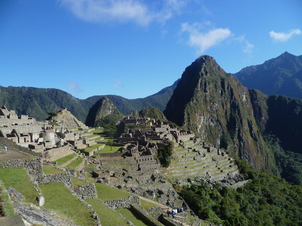 Ruinen mit Bergen im Hintergrund