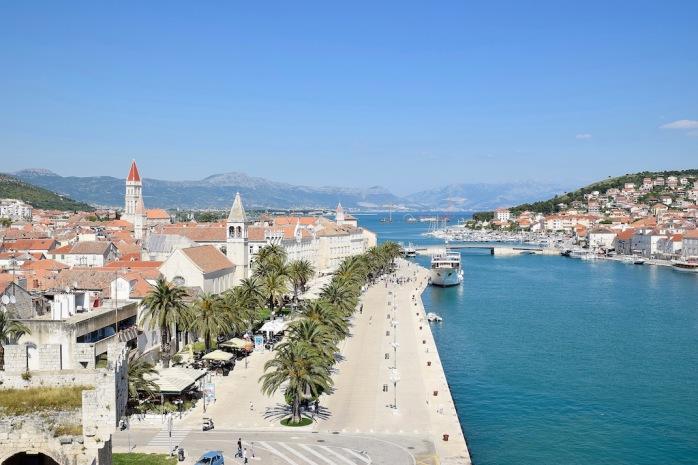 Altstadt mit Uferpromenade