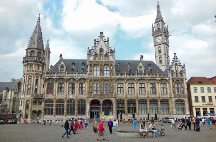 Rathaus mit Platz