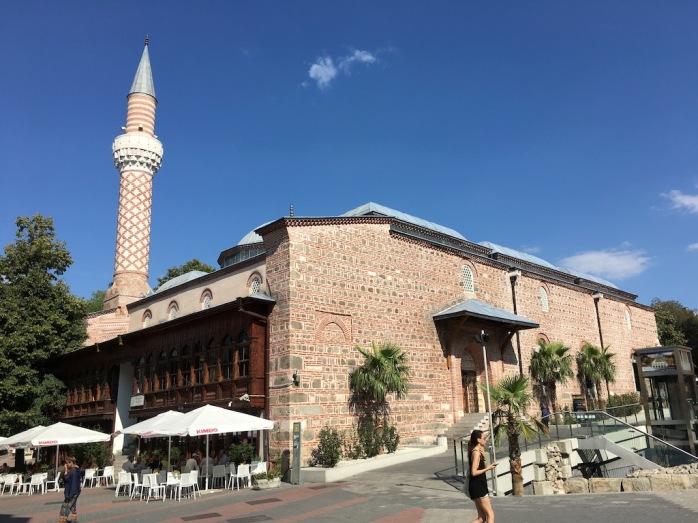 Moschee mit Café davor