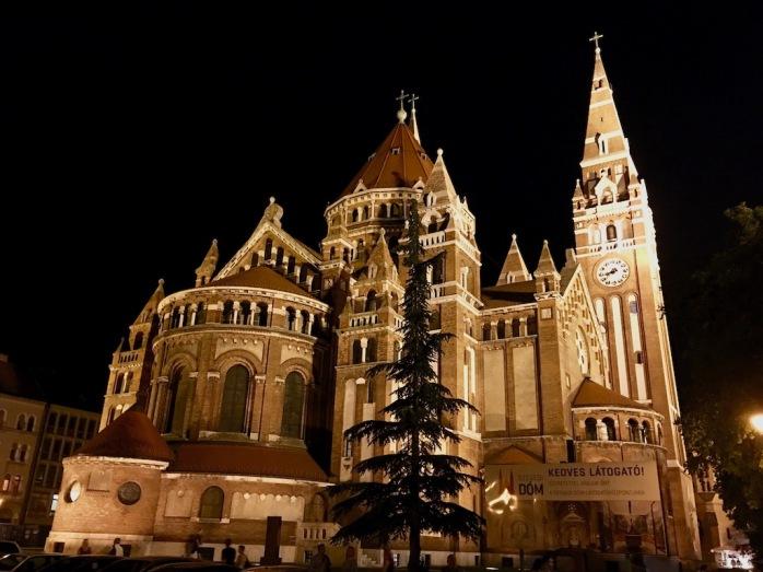 große Kirche bei Nacht