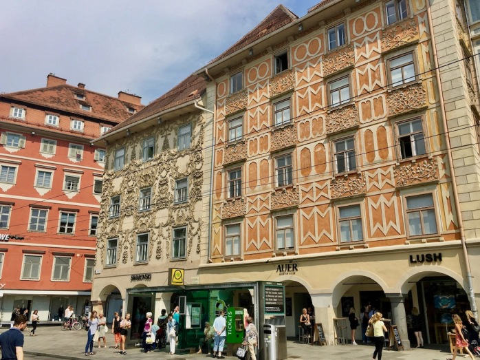 dekorierte Häuser in der Innenstadt