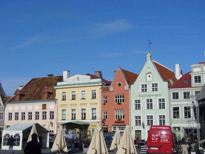 Marktplatz mit alten Häusern