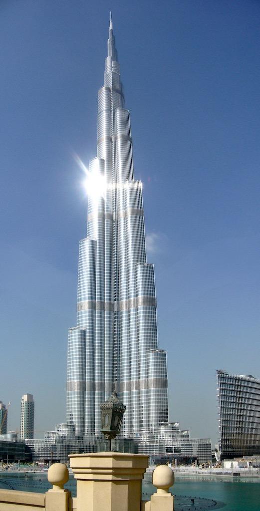 Burj Khalifa Dubai, blauer Himmel