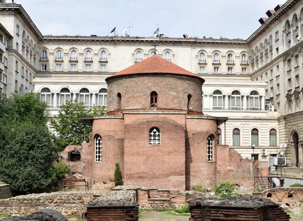 Ruinen, Kirche und großes Gebäude