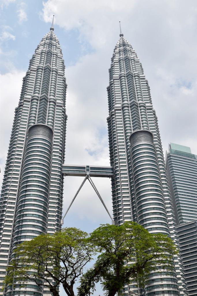 2 Hochhäuser mit Verbindungsbrücke