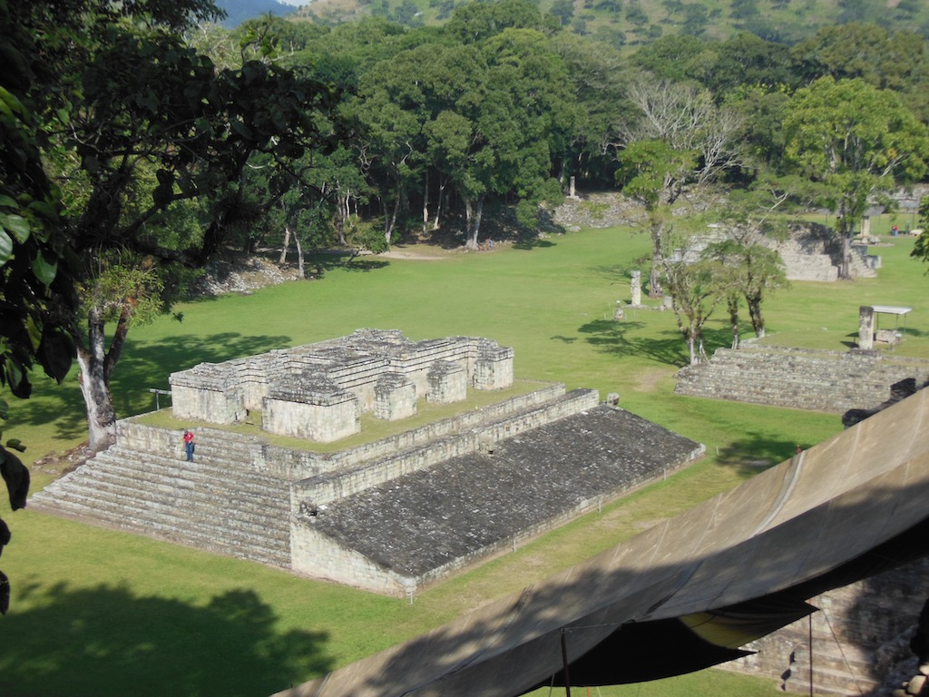 Maya Ruinen, tropischer Wald