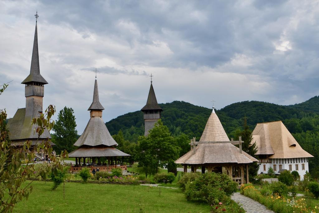 Kloster mit Holzkirchen