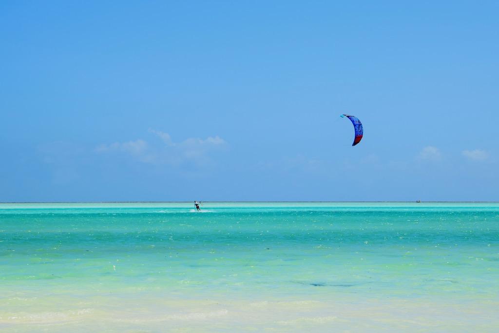 Meer mit Paraglider